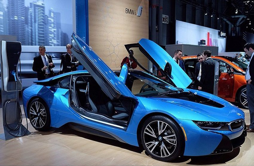 BMW i8 plug-in hybrid auf New York International Auto Show 2014 (Bild: Design Milk, Wikimedia, CC)