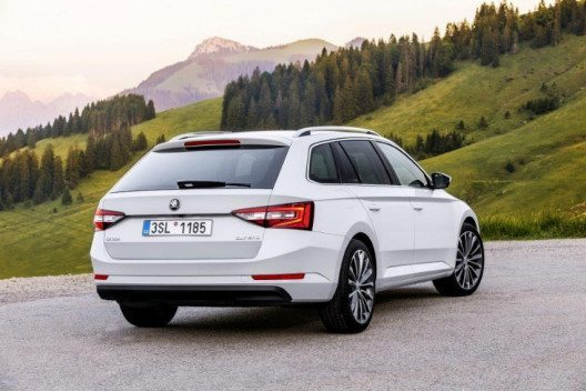 SKODA Superb ist Finalist des 'World Car of the Year 2016'. (Bild: SKODA)